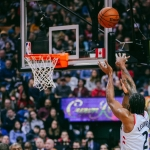Kawhi Leonard inicia 2019 con 45 pts en Raptors