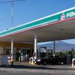 """AMLO acusa a calificadoras de permitir el """"saqueo"""" a Pemex"""