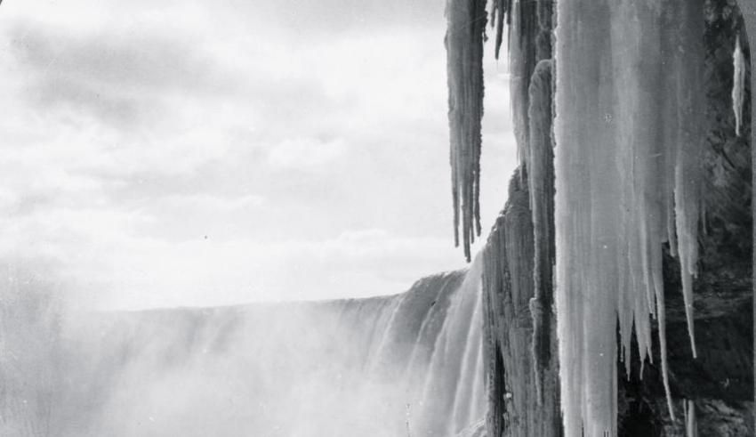 Hace tanto frío que las Cataratas del Niágara se congelaron