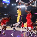 Remonta Lakers para vencer a Rockets