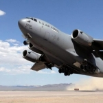 Aviones militares de EE.UU. llevan ayuda humanitaria a Venezuela
