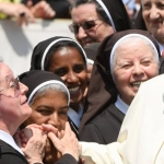 Papa Francisco admite que curas y obispos abusan de monjas