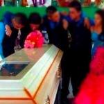 Quinceañera muere antes de su fiesta; chambelanes bailaron frente a su ataúd