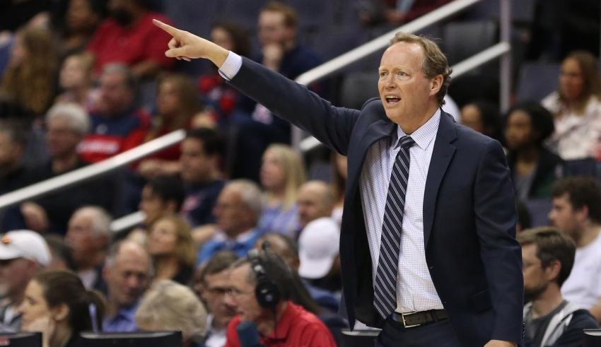 Budenholzer nombrado entrenador del año en la NBA