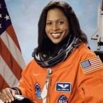 Mae Jemison, exastronauta de NASA, advierte sobre el cambio climático