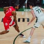 Raptors pone contra las cuerdas a Bucks