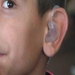5 niños de bajos recursos reciben auxiliares auditivos de manera gratuita