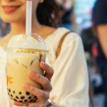 Encuentran 100 bolas de bubble tea en estómago de una adolescente