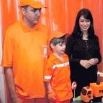 Se viste niño como recolector de basura para honrar a su padre