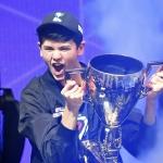 Joven de 16 años se convierte en millonario tras competir en la Fortnite World Cup