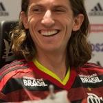 Filipe Luis fue presentado en Brasil entre gemidos
