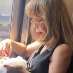 Mujer oriental comiendo tacos con tijeras se hace viral
