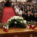 Acuden cientos de personas a funeral de mujer asesinada en tiroteo en El Paso