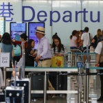Reanudan vuelos en aeropuerto de Hong Kong, los manifestantes se disculpan