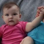 Beneficio de los masajes infantiles; mamá y papá pueden consentirlo