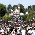 Disney aumenta el precio de entrada a sus parques a casi 150 dólares