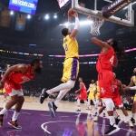 Remonta Lakers para vencer a Rockets