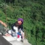 Madre se lanza de un puente junto a su hijo de 10 años en Colombia
