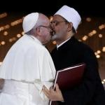 Papa Francisco e imán musulmán se besan como gesto de paz entre ambas religiones