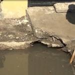 Peligroso socavón en zona escolar de Tijuana