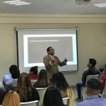 Reciben estudiantes conferencia motivacional para habilidades laborales