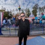 Tim Burton sorprendió a visitantes de Disneyland el pasado fin de semana.