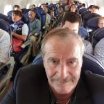 Fox se toma selfie en avión para mofarse de AMLO