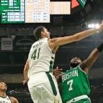 Bucks reacciona para vencer a Celtics
