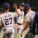 Gerardo Reyes debuta en Padres con triunfo