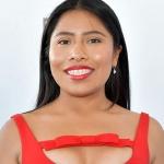 Yalitza se destapa el abdomen en Malibú