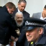 Detiene la Policía británica a Julian Assange, fundador de WikiLeaks