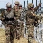 Acusa Trump a soldados mexicanos de apuntar con sus armas a soldados estadounidenses