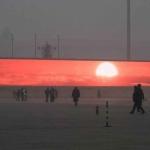 China emite en pantallas el amanecer en medio de la contaminación