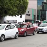 Caos vial frente a oficinas de Uber en Tijuana