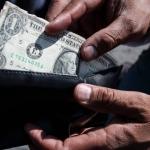 El dólar supera los 20 pesos en bancos por aranceles de Trump