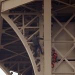 La Torre Eiffel fue desalojada luego de que un hombre intenta escalarla