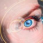 Crean lentes de contacto que hacen zoom cuando parpadeas