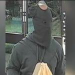Ladrón usa camiseta de bebé para asaltar una tienda y se hace viral