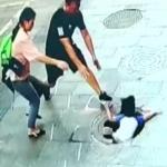 Rescatan padres a niño de 3 años que cae por alcantarilla