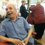Muere el peluquero más longevo del mundo, tenía 108 años