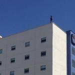 Se suicida mujer lanzándose desde último piso de hotel en Tijuana