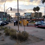 Cae auto en socavón en bulevar Fundadores