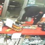 Ladrón rompe la puerta de tienda que estaba abierta y se vuelve viral