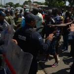 Migrantes africanos varados en Tapachula se enfrentan a la Guardia Nacional