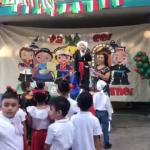 """""""¡Viva México ca…"""", grita niño durante festival escolar"""