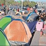 Connacionales desplazados saturan puentes fronterizos en Ciudad Juárez