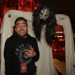 Omar Chaparro recibe el susto más grande de su vida en Halloween Horror Nights.