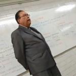 Rinde homenaje maestro del IPN a José José en plena clase