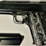 Policías de Tijuana detienen a tres con arma de fuego