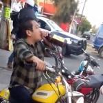 Se salva de la policía tras beber caguama